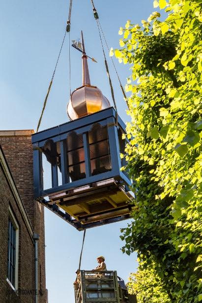 Plaatsing klokkentoren gemeentehuis Baarle-Nassau