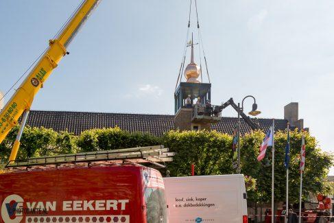 Plaatsing nieuwe klokkentoren gemeentehuis Baarle-Nassau